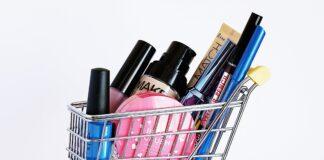wózek z kosmetykami